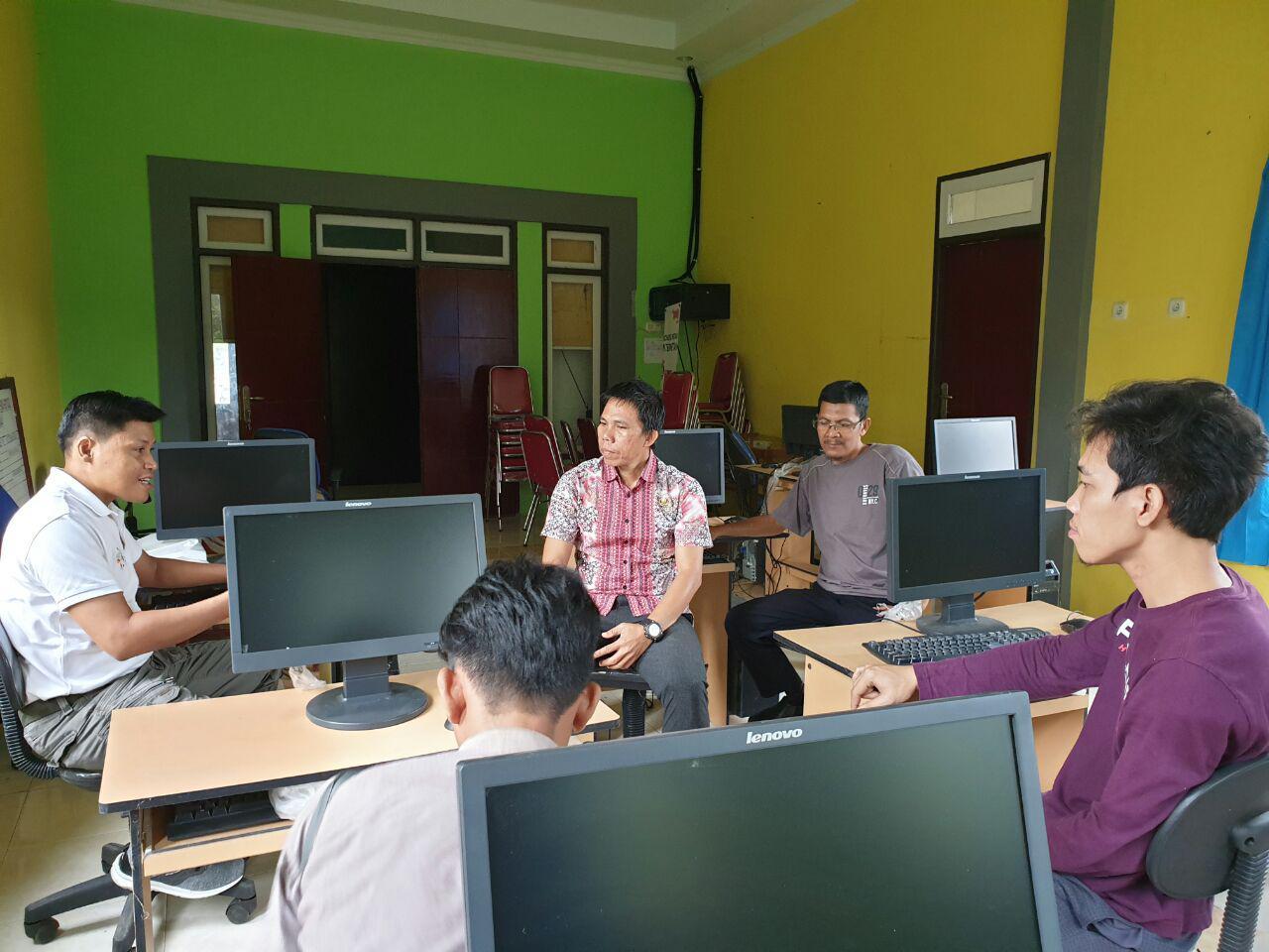 Monitoring Pemanfaatan Perangkat TIK dan Bantuan Internet Gratis di BLC Badau