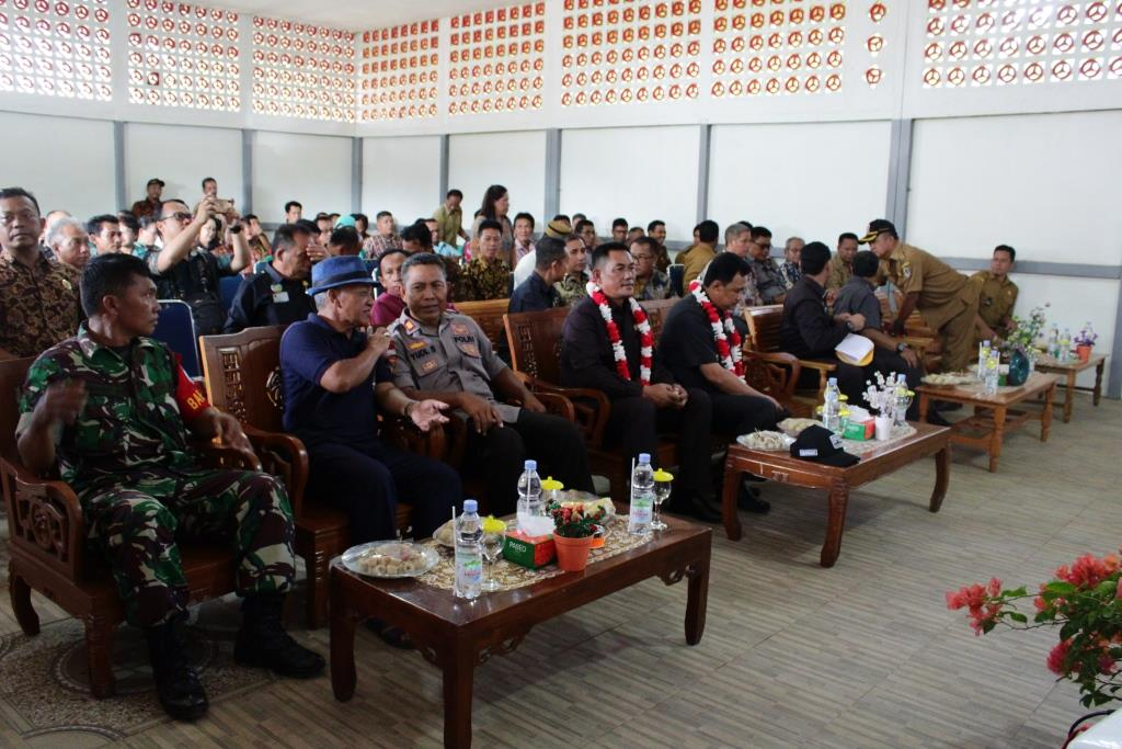 Ketua DPRD Menghadiri Kegiatan Pembinaan Peningkatan Status Kemandirian Desa di Semitau