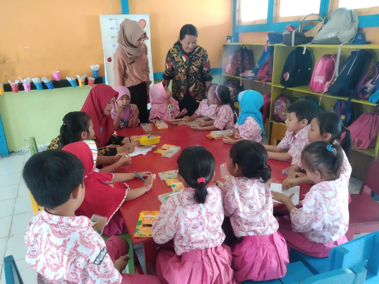 Petugas Kesehatan Lakukan SDIDTK Pada TK Negeri Pembina