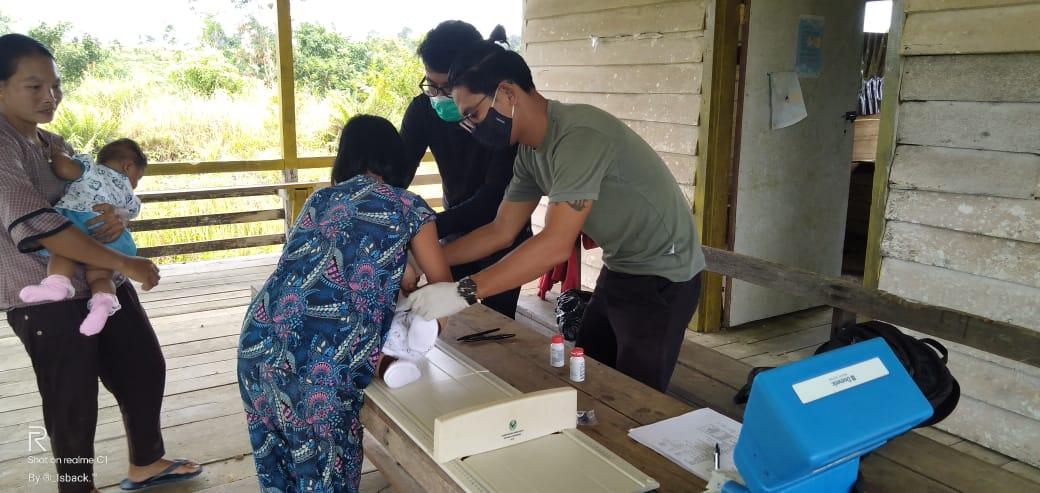 Puskesmas Putussibau Selatan Sweeping Imunisasi dan Pemberian Vitamin A di Desa Sayut