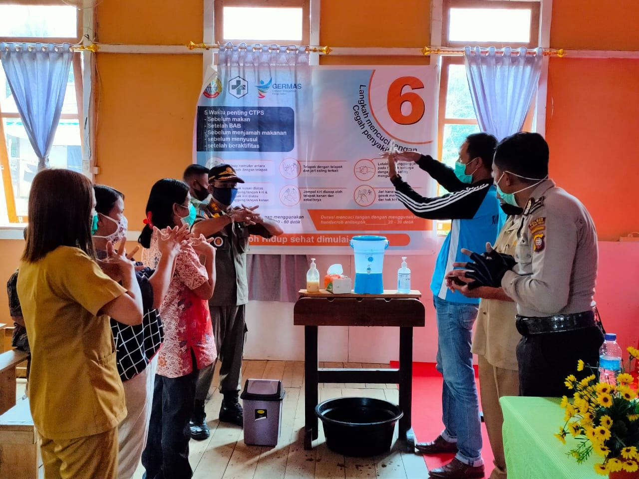 Petugas Kesehatan Puskesmas Suhaid Adakan Sosialisasi New Normal di Desa Jongkong Hulu