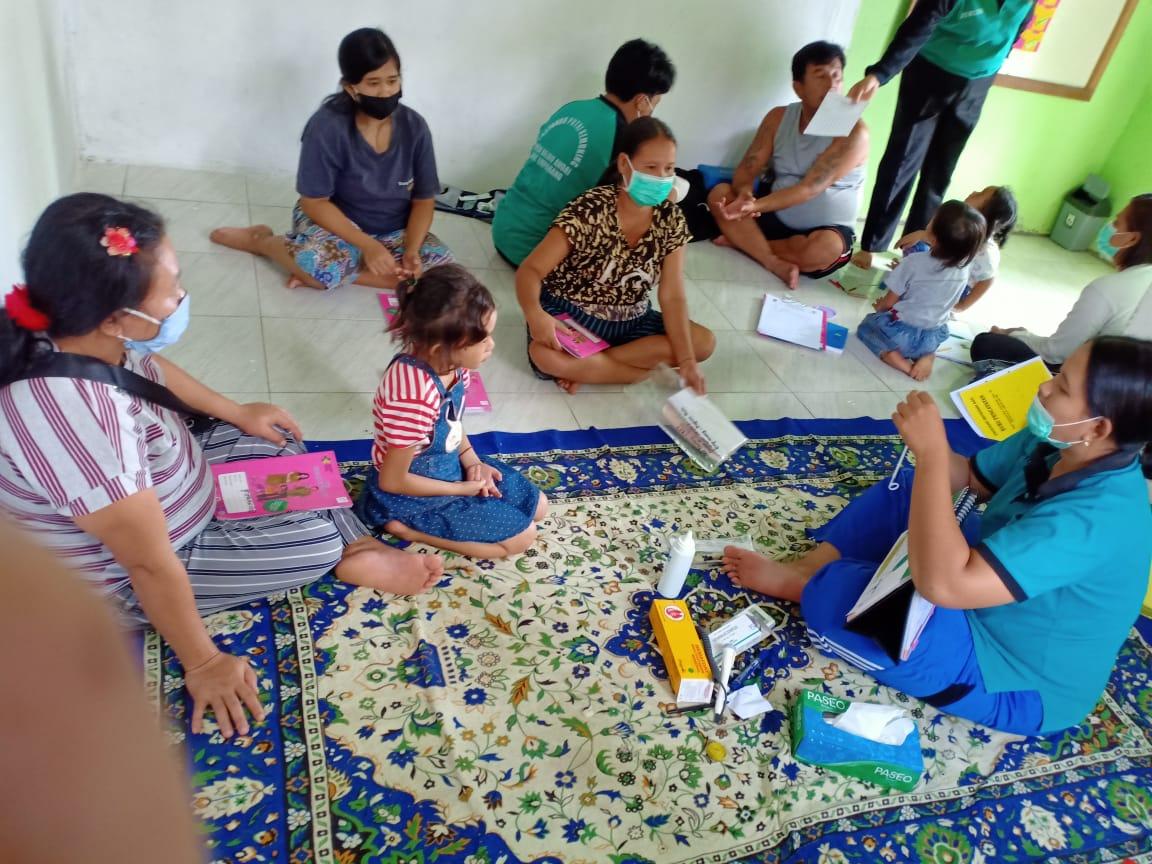Petugas Kesehatan Puskesmas Empanang Beri Penyuluhan Tentang KB MKJP di Desa Bajau Andai