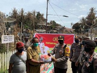 Forkopimda Kapuas Hulu Bantu Korban Kebakaran Betang di Desa Sayut