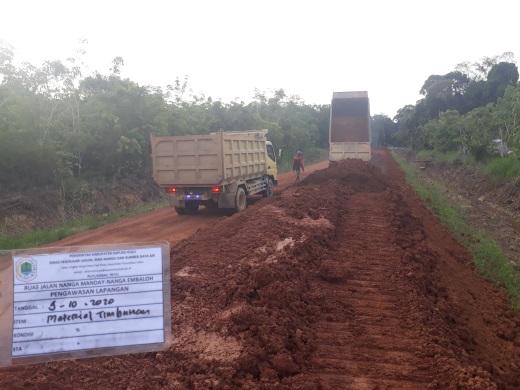 Pelaksana Diminta Tambah Dump Truck, Tangani Ruas Jalan Nanga Manday – Nanga Embaloh