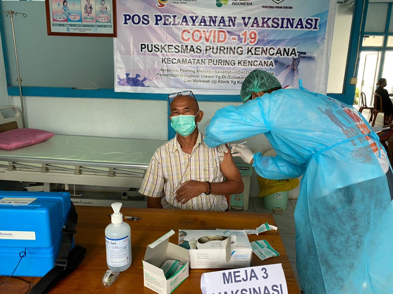 Lansia, Tenaga Pendidik dan Tokoh Agama di Puring Kencana di Vaksin