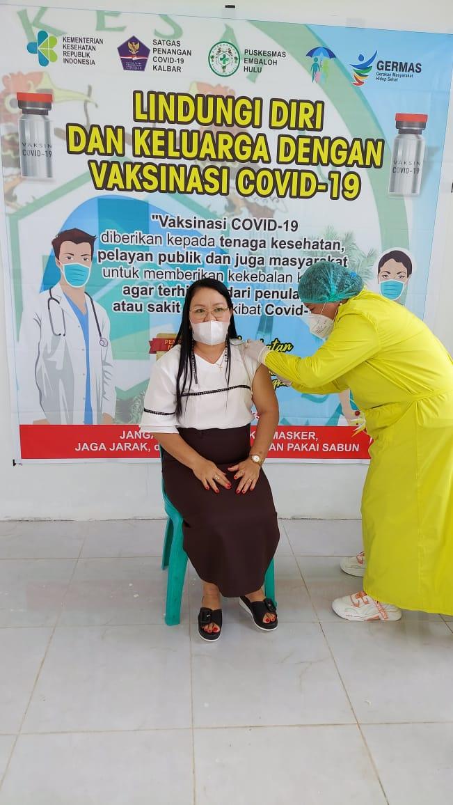 Pelayan Publik, Guru dan Lansia di Embaloh Hulu Terima Vaksin Covid-19
