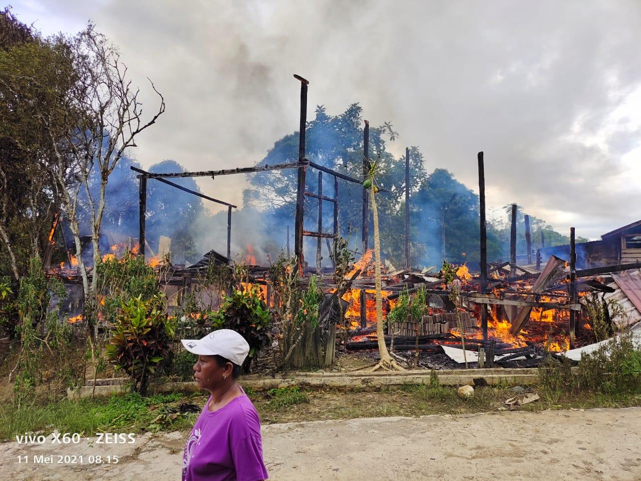 Dua Rumah Warga Terbakar di Puring Kencana