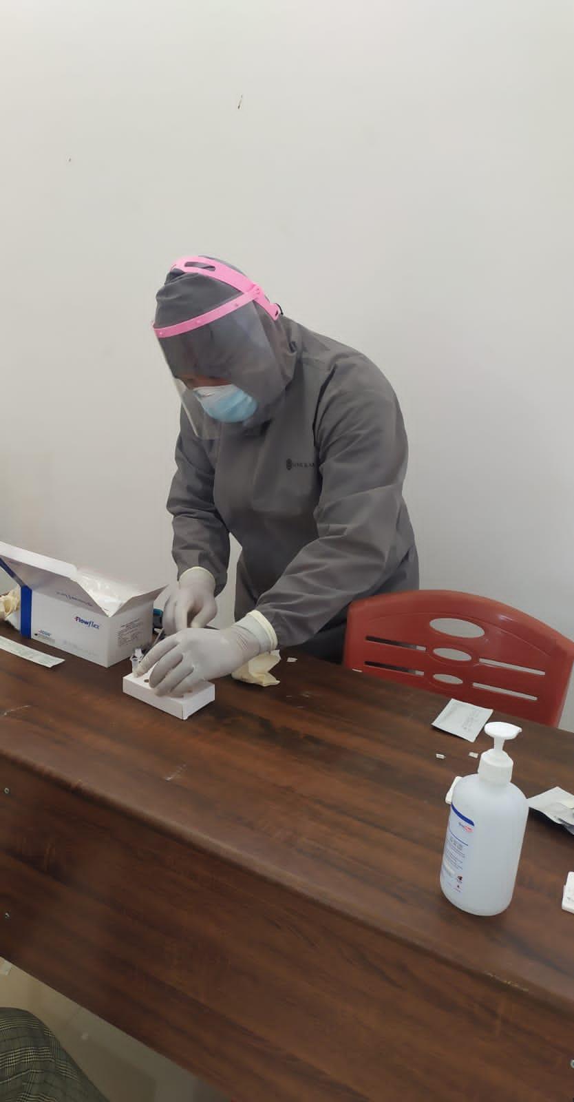 Tim Covid-19 Puskesmas Kalis Laksanakan Swab Antigen Untuk 13 Orang, Termasuk Nakes