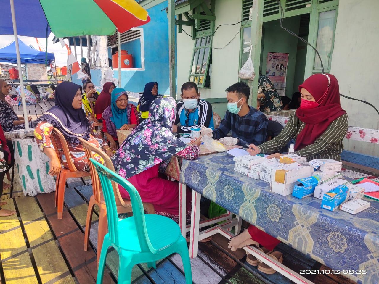 Nakes Puskesmas Suhaid Memberikan Pelayanan di Posyandu dan Posbindu Desa Tanjung